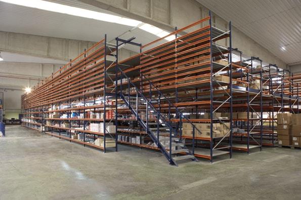 мезонетни метални стелажи за складове