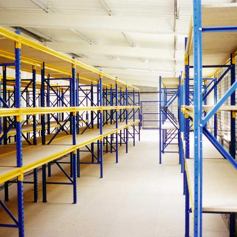 непалетни складови стелажи